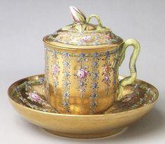 Taza y plato de Hecho Para La emperatriz Isabel Petrovna, ca Cubierto. 1760 MET