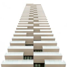 This architecture photos are so in the point bring, that man you for painting hold - Alles über Dekoration Architecture Design, Facade Design, Building Exterior, Building Facade, High Rise Building, Modern Buildings, Planer, Amsterdam, Facades