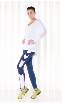 Cool leggings and top Best Leggings, Cool Eyes, Casual Wear, Activewear, Long Sleeve Tops, Sportswear, Normcore, Sporty, V Neck