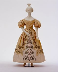 Woman's dress, 1830-1832, probably from England. Modemuseum im Schloss Ludwigsburg.
