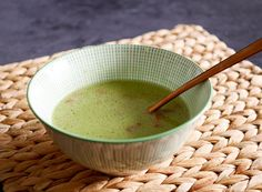 Romige broccolisoep met spekjes - Foodaholic Lchf, Keto, Breakfast Lunch Dinner, Serving Bowls, Food And Drink, Low Carb, Healthy, Tableware, Desserts