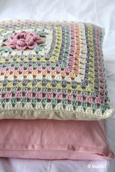funda para almohada con flor al centro - crochet