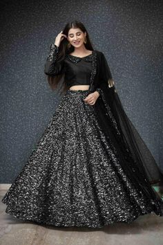 Indian Fashion Dresses, Indian Gowns, Indian Designer Outfits, Indian Outfits, Fashion Outfits, Beautiful Pakistani Dresses, Pakistani Dress Design, Beautiful Dresses, Stylish Dresses For Girls