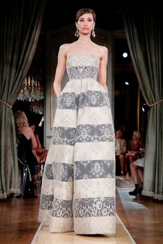 All the Dish on Fashion and Haute Couture Ugly Dresses, Pretty Dresses, Party Fashion, Fashion 2018, Giorgio Armani, Runway Fashion Looks, Fantasy Dress, Couture Dresses, Beautiful Gowns