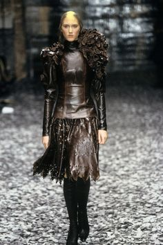 See the complete Alexander McQueen Fall 2000 Ready-to-Wear collection.
