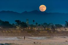 14 Unbelievably Beautiful Photos of This Week's Supermoon  - HouseBeautiful.com