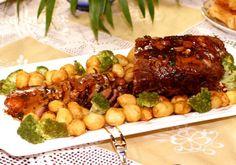 O segredo dessa receita é cozinhar em fogo baixo até a carne ficar macia e o molho apurar. Sirva com arroz branco e uma bela salada.