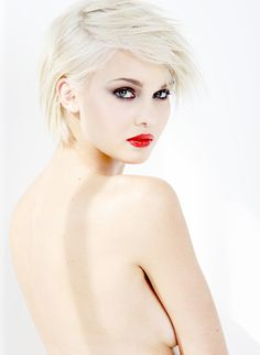 präsentiert von www.my-hair-and-me.de  #women #blonde #blond #makeup #red #lips #kurzhaarfrisur #short #hair