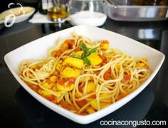 espaguetis con sepia y tomate