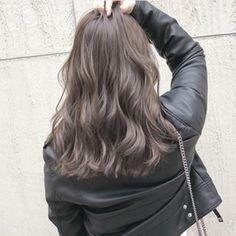 スペシャルハイライトのモカグレージュ♡ めちゃ綺麗♡ カットスペシャルハイライトカラー24700円 Corte Y Color, Balayage Hair, Cute Hairstyles, Hair Goals, My Hair, New Look, Hair Makeup, Hair Cuts, Hair Color