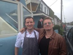 Seems like U2 megastar Bono is a man who clearly likes his fish. He popped into O'Grady's on The Pier in Barna in Galway yesterday for a spot of lunch. Bono had lunch with his son, who is currently in the local Gaeltacht, and four of his friends.  (Chef Keith Cqrden with Bono on June 8, 2014) www.rte.ie/ten/news/2014/0609/622611-bono-has-some-fish-and-chips-in-barna/   www.u2france.com/actu/Bono-aime-le-bon-poisson,57853.html…
