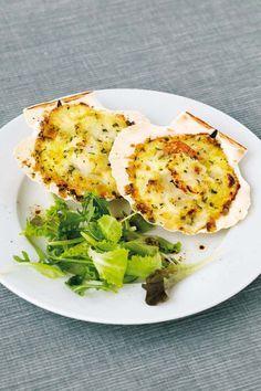 La delicatezza delle capesante è sottolineata alla perfezione dalla salsa Mornay: se pensi sia un piatto complesso, rendilo facile con Sale&Pepe!