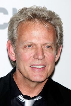Turning 66 today is former guitarist for The Eagles, Don Felder. He was born  9-21 in 1947 - most remember him best for the great guitar solo he helped create for the song Hotel California on his double necked guitar.