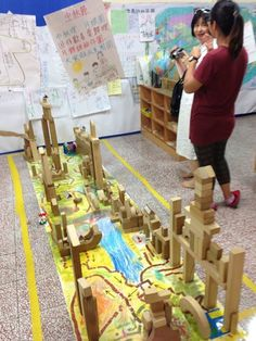 """Love this. Building & map work at Zhongshan Elementary School Affiliated Kindergarten - image shared by The Learning Caravan ("""",)"""