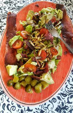 #paleolifestyle# healthy#lightlunch#baconsalad#avocado#pumpkinseeds