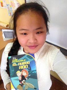 KIM POSSIBLE: EL NUEVO RON.  Os reconmiendo el libro de Kim Possible El nuevo Ron porque es súperdivertido y guay. Cuando lo lees parece que tú eres una superespia y hay 11 capítulos interesantísimos y emocionantes.  Me encantaría que tú lo leyeras.  El libro mola mucho porque están los buenos luchando con los malos y eso emociona un montón. Ni yo no me puedo imaginar las aventuras de Kim Possible.