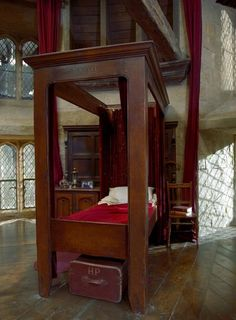 dit is harrys bed in het huis griffindor
