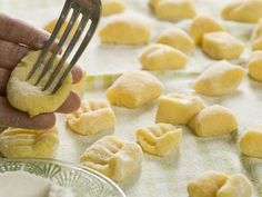 How to Make Potato Gnocchi, With Variations Potato Gnocchi Recipe, Gnocchi Recipes, Pasta Recipes, Dinner Recipes, Italian Gnocchi, Italian Pasta, Italian Dishes, Italian Potatoes, Making Gnocchi
