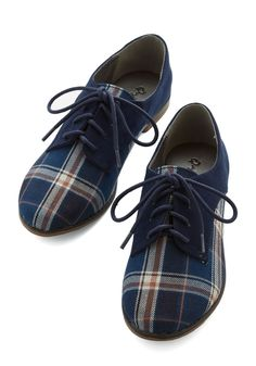 SHOE LUST. Unfortunately, they don't come in my size. Stepping to the Beat Flat in Plaid.  Tri-tone Oxford flats. #blue #modcloth