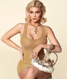 All hail queen Kylie! Blonde bombshell Jenner wears regal crown in sneak peek of her new calendar Kylie Jenner Fotos, Kyle Jenner, Kylie Jenner Outfits, Kylie Jenner Calendar, Moda Kylie Jenner, Kylie Jenner Photoshoot, Looks Kylie Jenner, Kylie Jenner Style, Kylie Jenner Birthday