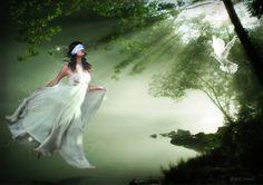 """""""Uneori, se pare...calea pe care Sufletul ne indeamna este invaluita in taina, magie si mister. Adesea...cand prinzi curaj si faci un salt in necunoscut cu multa credinta poti sa primesti cele divine raspunsuri si confirmari. Aduna-te, ai incredere in Sufletul, in Ingerii tai si mergi mai departe...chiar daca nu vezi unde o sa pui urmatorul pas..."""" Ann-Louise Machedon"""