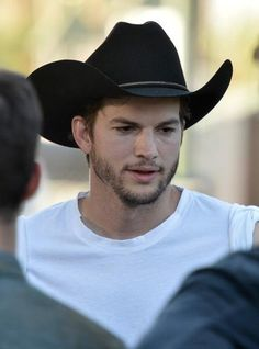 Hollywood Dirt: Taylor Swift is the butt of President Obama Joke, Funniest Kris Jenner Photobomb Ever + Young Ashton Kutcher, Casey Jackson, Brown Hair Boy, Dolan Twins Imagines, I Love Beards, Tom Payne, Cowgirl Outfits, Tv Actors, White Boys