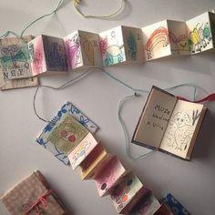ジャバラ折りの中紙と表紙だけで作られた豆本も可愛いですね!、表紙に付いた糸を解けば、素敵な世界が広がります。
