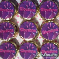 #Bocaditos de #chocolate #personalizados con el #diseño que más te guste! #souvenir #candybar Chocolate Frosting, Dulce De Leche, Sweets, Goodies, Finger Foods, Store, Souvenir