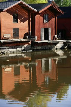 Shorehouses in Old Porvoo The Real World, Homeland, Cabin, House Styles, Places, Water, Photography, Autumn, Beautiful