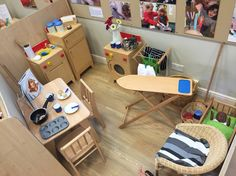 A non negotiable area to be set up all year round to allow children to practice and play through everyday scenarios and life skills. Dramatic Play Area, Dramatic Play Centers, Play Corner, Corner House, Eyfs Classroom, Classroom Decor, Home Corner Ideas Early Years, Micro Creche, Nursery Layout