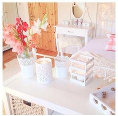 Pastel bedroom . Simple
