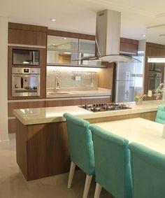 """1,061 curtidas, 8 comentários - Arquitetura, Decor & Design (@decoreseuespaco) no Instagram: """"Cozinha ampla e bastante funcional. Amamos! {Projeto: Autor Desconhecido} ⠀⠀ ⠀ ▪️MAIS INSPIRAÇÕES:…"""""""