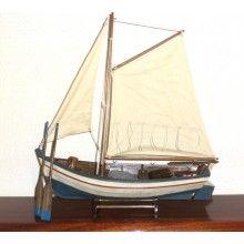 Βάρκα με πανιά και κουπιά εξαιρετικής κατασκευής.