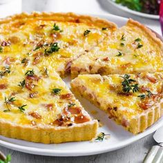 Quiche Lorraine with a crispy base and yet low in carbohydrates Quiche Recipes, Gourmet Recipes, Low Carb Recipes, Healthy Recipes, Quiche Lorraine, Low Carb Avocado, Low Carb Quiche, Roasted Figs, Spiced Wine