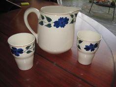 Societe ceramique maastricht gave melkkan met 2 gave bekers decor 418