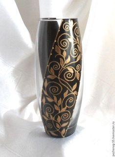 Wine Bottle Design, Wine Bottle Art, Lighted Wine Bottles, Glass Painting Designs, Pottery Painting Designs, Mosaic Glass, Glass Art, Decoupage Jars, Painted Glass Vases