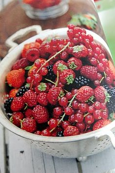 Berries contain phytochemicals and flavonoids that may help to prevent some forms of cancer.