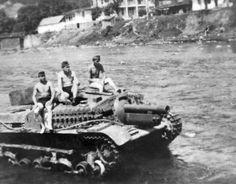 Karbantartás után egy kis fürdés . Tank Destroyer, Defence Force, Armored Vehicles, World War Two, Military Vehicles, Ww2, Location History, Germany, Weapons