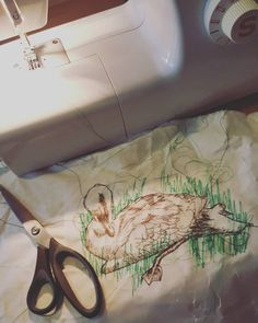 Been a bit quiet lately because of house moving madness and furiously crocheting Xmas presents! This is what I have been making lately focusing on a series of sketches I drew @bristolmuseums with the lovely artist @trinketandnest Love doing a something a bit messier and speedy for a change! #christmas #swan #machineembroidery #handembroidery #bristolartist #textileartist #rosiedoltonartist