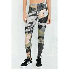 adidas Originals By Rita Ora Kimono Print Legging (275 ARS) ❤ liked on Polyvore featuring pants, leggings, stripe leggings, patterned pants, striped stretch pants, print pants and striped trousers