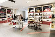 갤러리아명품관 WEST 5층에서 만날 수 있는 '크리스마스 기프트 스테이션'. 갤러리아 익스클루시브 아이템부터 다양한 DIY 클래스까지 놓치지 마세요.