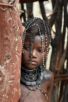 Fillette himba, Namibie