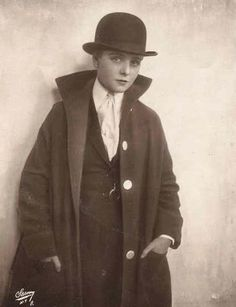 Olive Thomas in a man's suit 20s 30s women dressed in men's clothing bowler hat overcoat shirt tie photo print ad