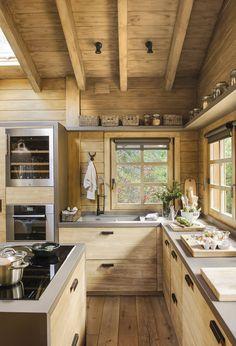 Une cabane de rêve dans la montagne espagnole PLANETE DECO a homes world Rustic Kitchen Design, Kitchen Decor, Rustic Kitchens, Kitchen Wood, Soapstone Kitchen, Ranch Kitchen, Kitchen Country, Kitchen Walls, Cheap Kitchen