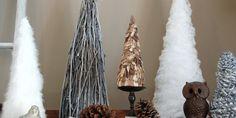 ein Baum - viele Möglichkeiten diesen zu machen Federn, Nägel, Stoffe, Löffel etc die pure Inspiration... Originaltext: Weihnachtlich dekorieren mit DIY-Weihnachtsbäumen - fresHouse