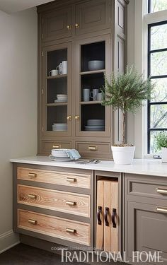 Nice A hutch-like cabinet with glass doors on the upper portion echo the window and brighten the corner. – Photo: Werner Straube / Design: Christopher Peacock The post ..
