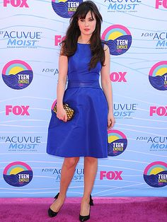 We knew we could count on Cosmo fave, Zooey Deschanel for looking smoking hot at the 2012 Teen Choice Awards. The New Girl actress wore a Monique Lhullier dress, Jimmy Choo clutch and her hair kept relatively natural looking - we like! - Cosmopolitan.co.uk
