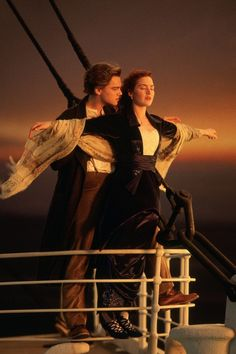 "one of the best movie scenes ever in ~ ""TITANIC"" starring ~ Kate Winslet & Leonardo DiCaprio Titanic Movie Scenes, Story Of Titanic, Famous Movie Scenes, Iconic Movies, Famous Movies, Classic Movies, Great Movies, Leonardo Dicaprio 1997, Leonardo Dicaprio Kate Winslet"
