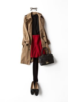 Red jeans, black wedges, black silk mock turtle or shirt, taupe trench, black bag! Mode Outfits, Casual Outfits, Fashion Outfits, Womens Fashion, Office Fashion, Work Fashion, Fall Winter Outfits, Autumn Winter Fashion, Style Work