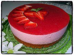 La meilleure recette de Bavarois à la fraise! L'essayer, c'est l'adopter! 5.0/5 (5 votes), 14 Commentaires. Ingrédients: - pour la génoise : * 2 œufs * 75g de sucre * 70g de farine * 4cl de lait  - pour la mousse à la fraise : * 500g de fraises * 80g de sucre * 5 feuilles de gélatine * 40cl de crème fluide entière * 50g de sucre glace  - pour le miroir : * 250g de fraises * 50g de sucre * 2 feuilles de gélatine